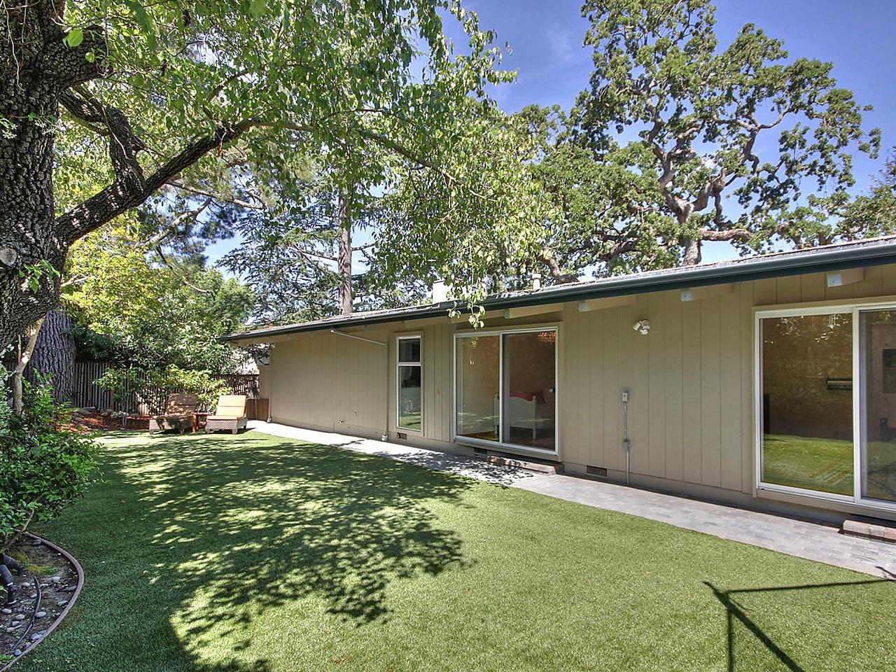 411 La Mesa Drive